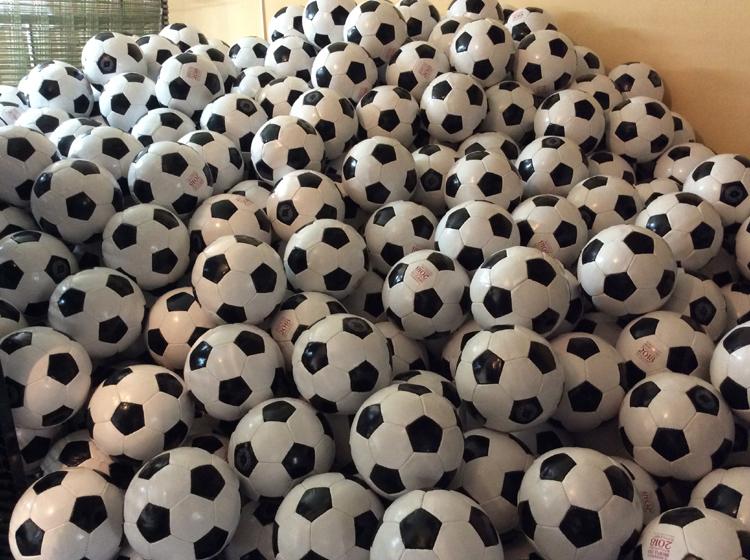 фото футбольные мячики